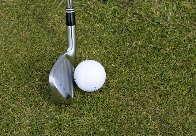 Golf tips for chipping include making better contact.