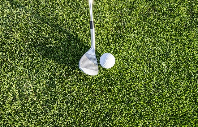 Beginner golf tips for chipping include practice.